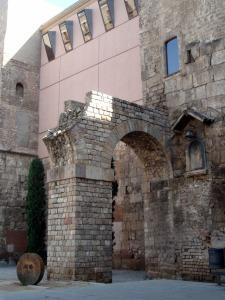 Roman Aqueduct. Http://www.foreverbarcelona.com